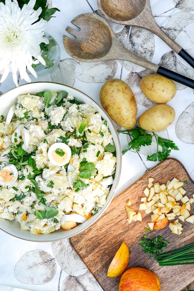 Schneller Kartoffelsalat mit Äpfeln, Eiern und Feldsalat - ein leckerer Salat, der auch Kindern schmeckt