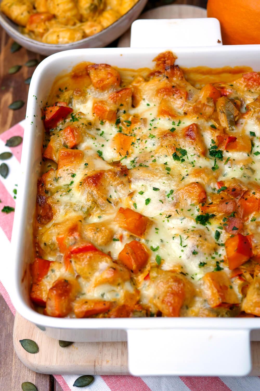 Gnocchi Kürbis Auflauf mit Frischkäse, Lauch und Mozzarella - ein Auflaufrezept für die ganze Familie