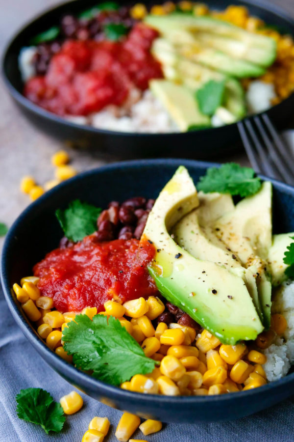 Schnelle Meal Prep Bowl mit Blumenkohlreis für deine gesunde Mittagspause