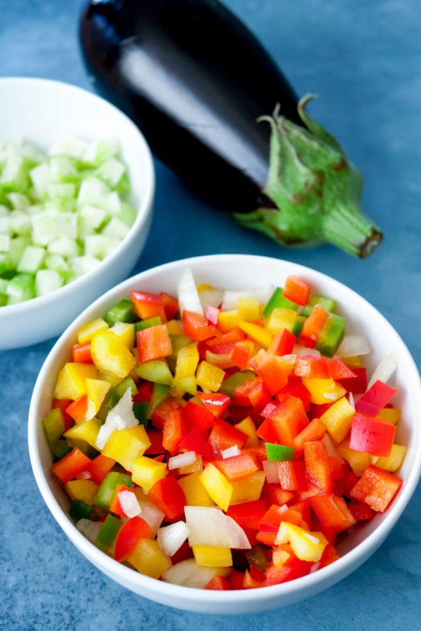 Zutaten für meine gesunde Tomatensauce mit Aubergine und Paprika