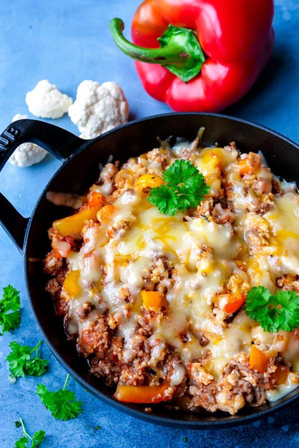 Low Carb Paprika-Hackfleisch-Pfanne mit Cheddar- wie gefüllte Paprika