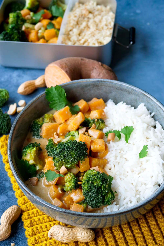 Das einfachste Curry-Rezept mit Süßkartoffel, Brokkoli und Kokosmilch - nur 5 Zutaten