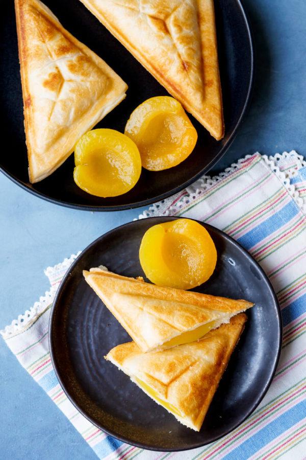 Puddingtaschen mit Aprikosen und Blätterteig aus dem Sandwichmaker