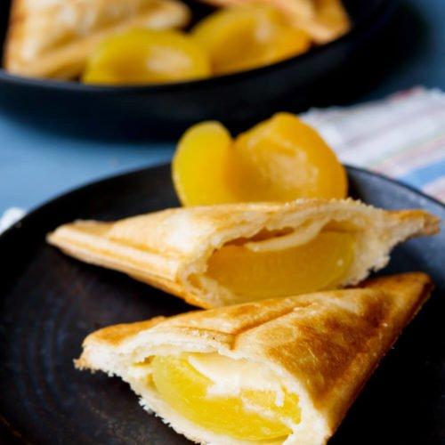 Ganz einfache Puddingteilchen mit Aprikosen aus dem Sandwichmaker