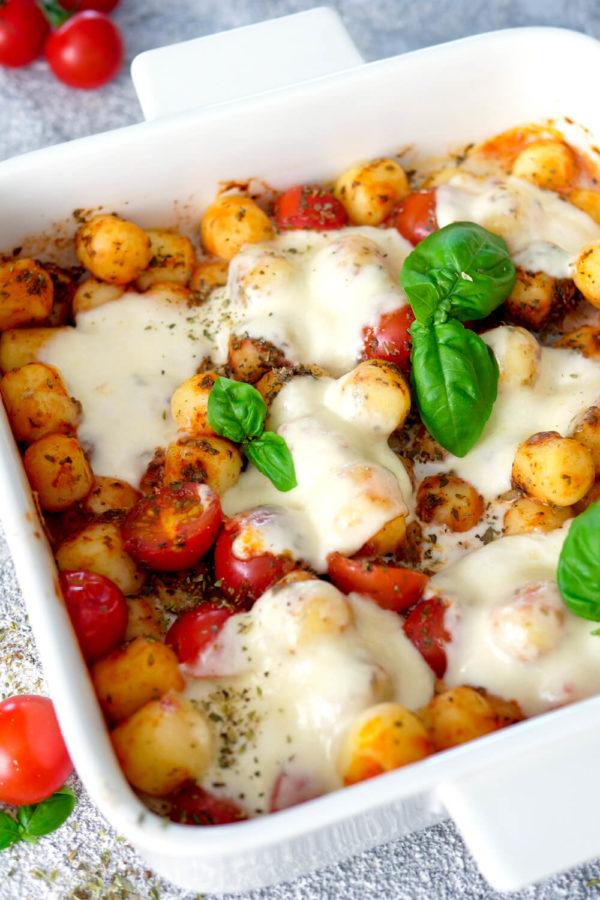 Gnocchi Caprese Auflauf mit Mozzarella