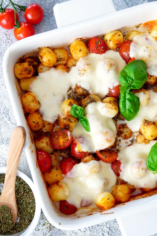 Gnocchi Auflauf mit Tomaten und Mozzarella - Blitzrezept