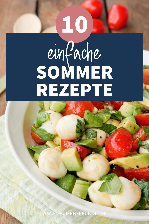 10 gesunde und leichte Sommerrezepte wie der Caprese Salat mit Tomaten, Mozzarella und Avocado