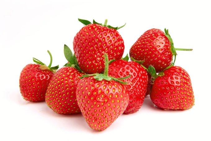 Erdbeeren auf weißem Hintergrund