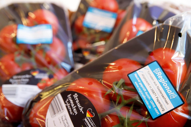 Verpackte Tomaten mit Regionalfenster