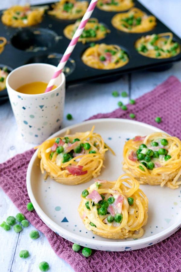 Spaghetti-Muffins Carbonara mit Erbsen und Schinken