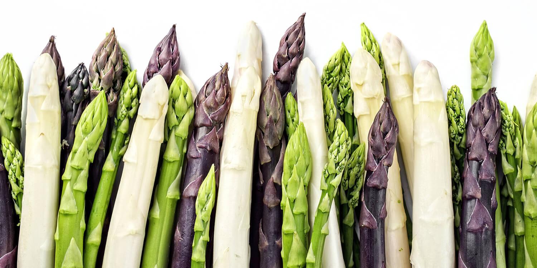 Grüner, weißer und lila Spargel