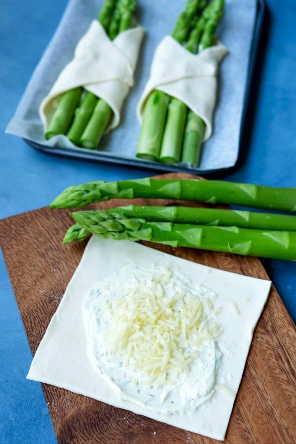 Blätterteig mit Frischkäse und grünem Spargel