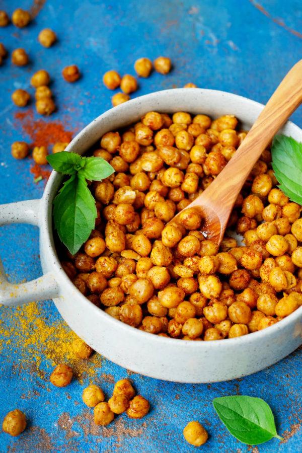 Gebackene Kichererbsen mit Curry und Paprika aus dem Ofen