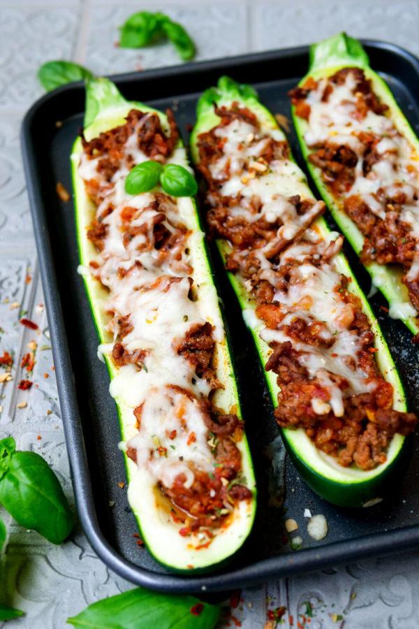 Einfache gefüllte Zucchini mit Hackfleischfüllung
