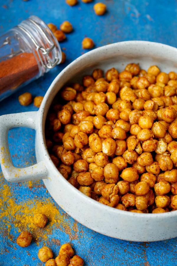 Geröstete Kichererbsen mit Curry, Paprika und Pfeffer aus dem Backofen