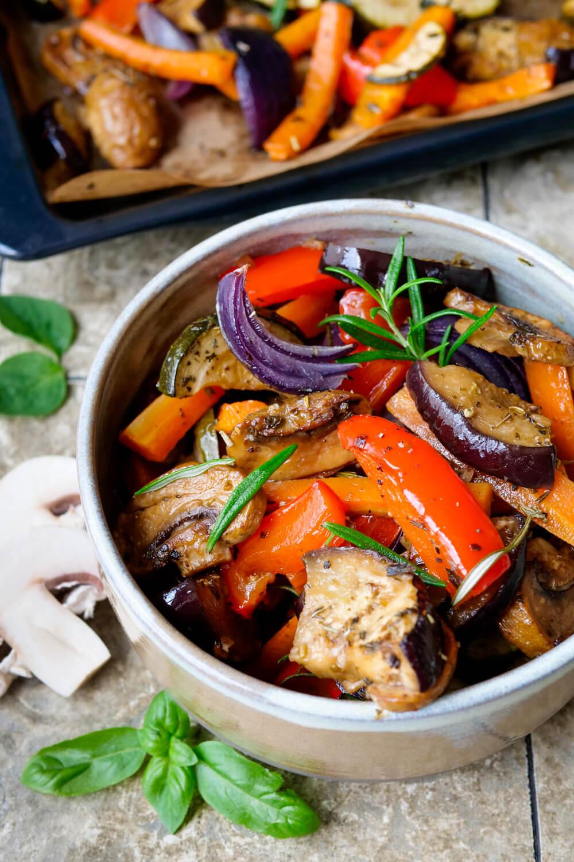 Antipasti Gemüse mit Aubergine, Paprika, Zucchini, Champignons, Möhren und Zwiebeln