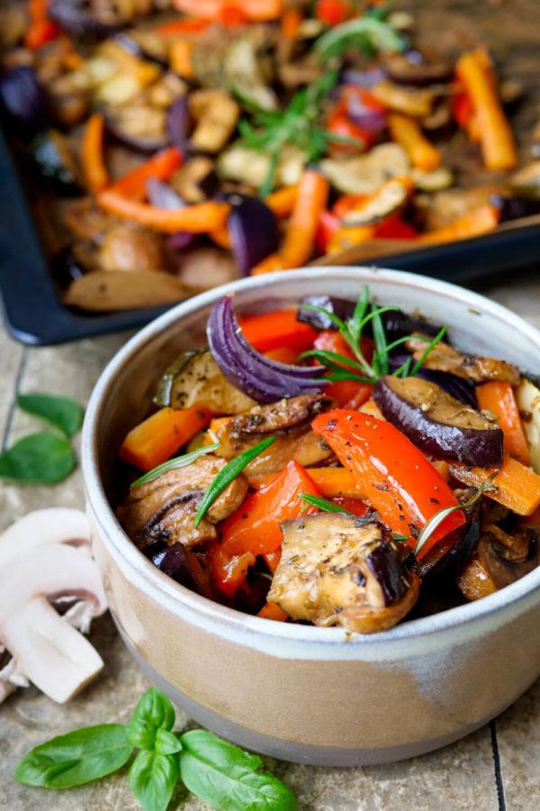 Gegrilltes Gemüse mit Zucchini und Champignons aus dem Backofen