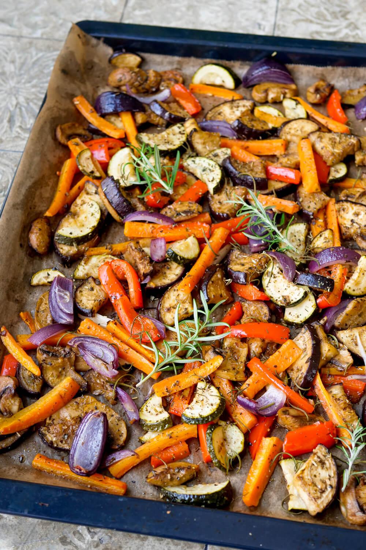 Gegrilltes Gemüse auf dem Backblech