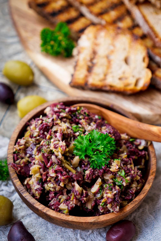 Oliventapenade Rezept mit Kalamata Oliven und grünen Oliven