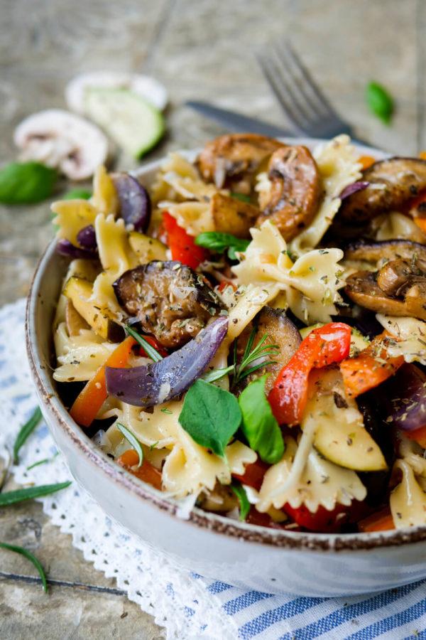 Rezept für einen mediterraner Nudelsalat mit gegrillter Antipasti