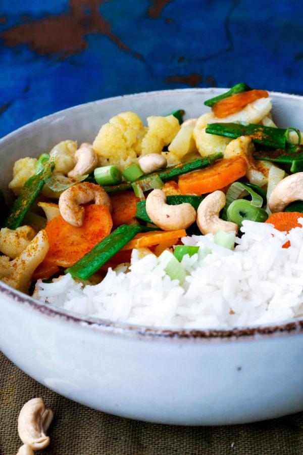 Einfaches Rezept für ein Blumenkohl-Curry mit Gemüse