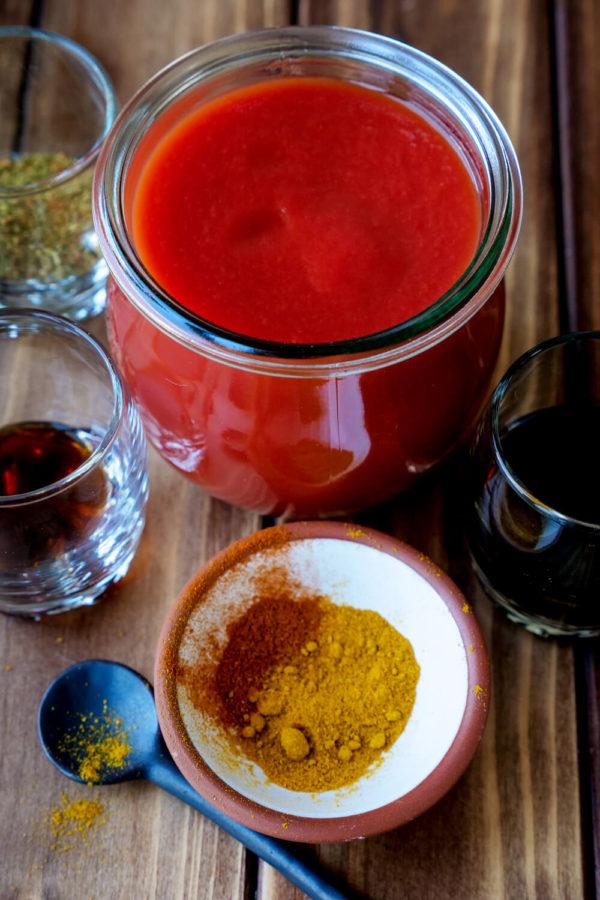 Zutaten für die Currywurstsoße