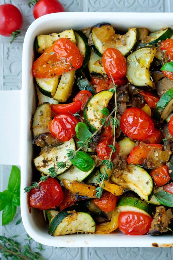 Einfaches Ratatouille-Gemüse in der Auflaufform