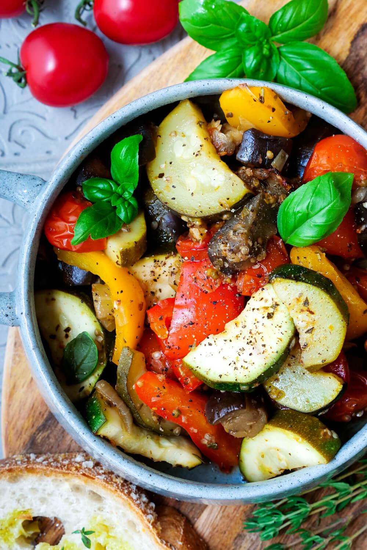 Ratatouille Gemüse mit Zucchini, Aubergine, Paprika und Tomaten