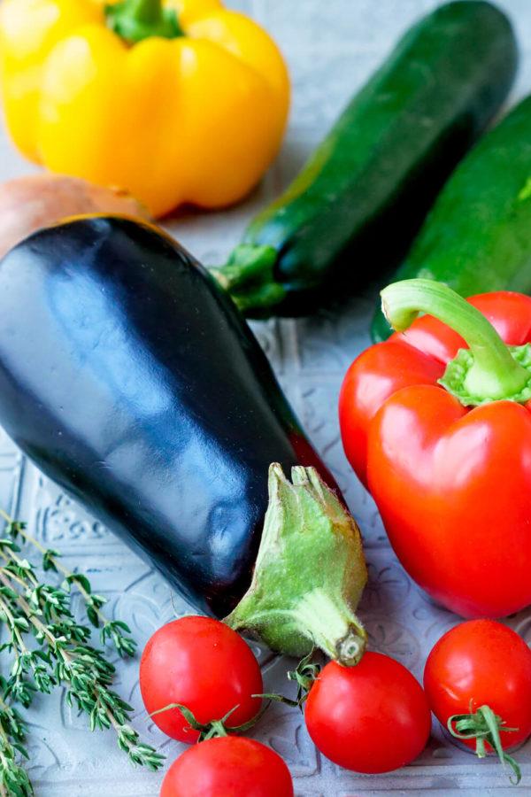 Ratatouille Zutaten sind Aubergine, Paprika und Zucchini