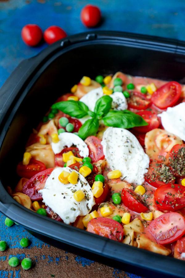 Einfacher Auflauf mit Tortellini und Gemüse