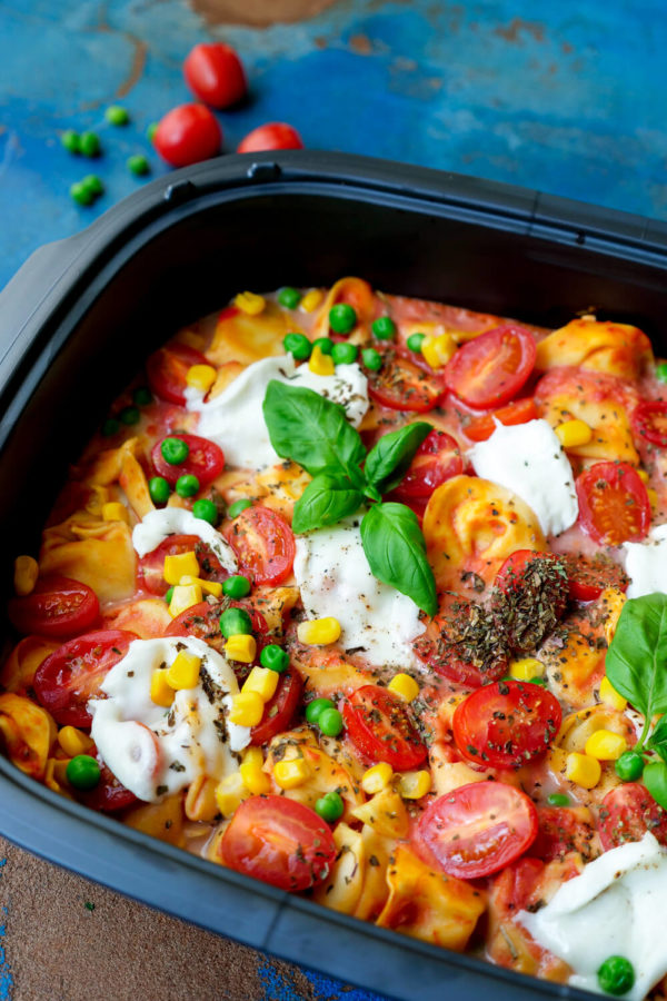 Auflauf mit Tortellini, Gemüse und Tomatensauce für Kinder