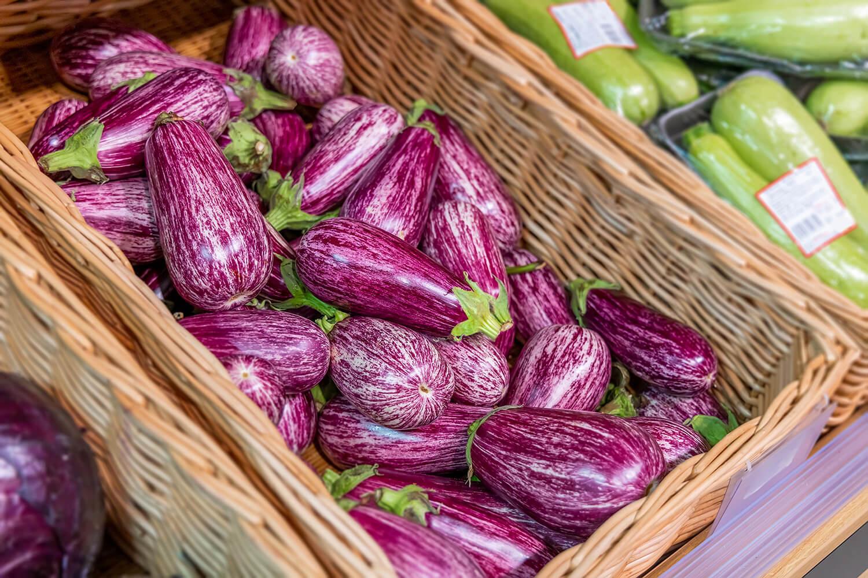 Auberginenverkauf auf dem Markt
