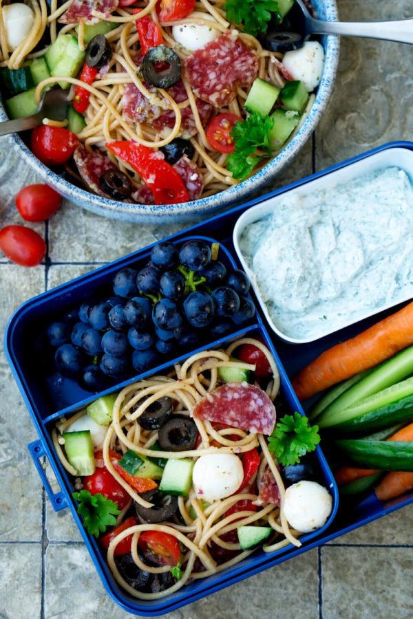 Bento-Box-Rezepte mit Nudelsalat, Kräuterquark und Gemüse