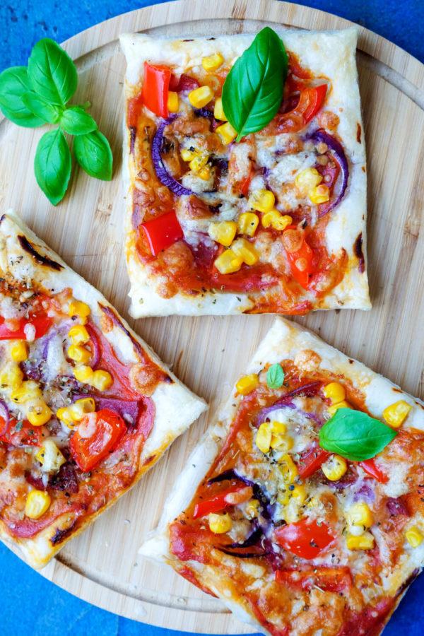 Einfache Kinderpizza aus Blätterteig
