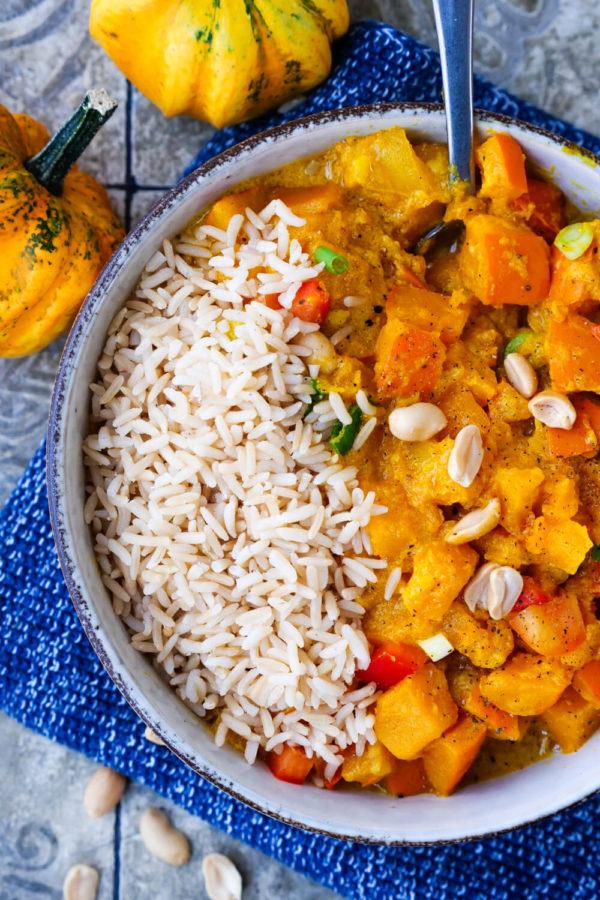 Vegetarisches Kürbis-Curry mit Hokkaidokürbis und Reis