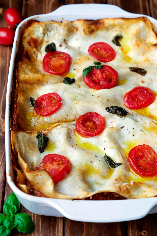 Selbstgemachte Lasagne von Jamie Oliver in der Auflaufform