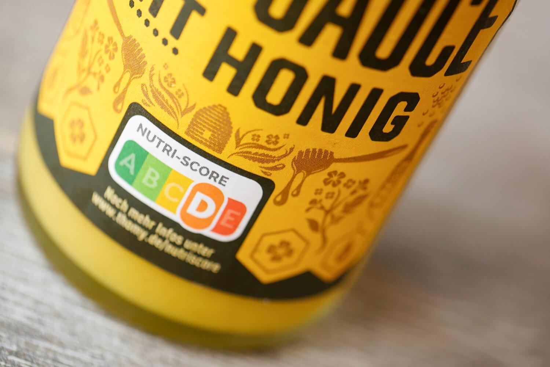 Nutri-Score auf Saucen-Flasche