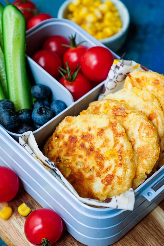 Maispuffer Rezept mit Käse als gesunder Snack für die Brotdose