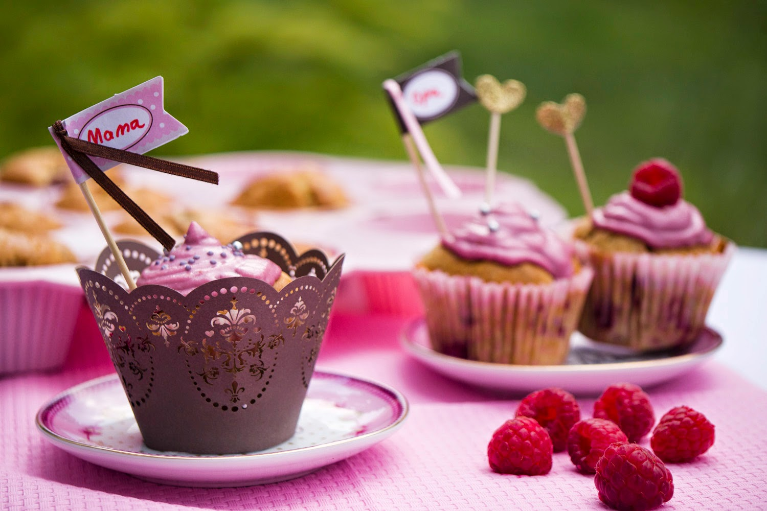 Himbeercreme-Cupcakes mit Marzipan-Frosting - eine wundervolle Backidee zum Muttertag