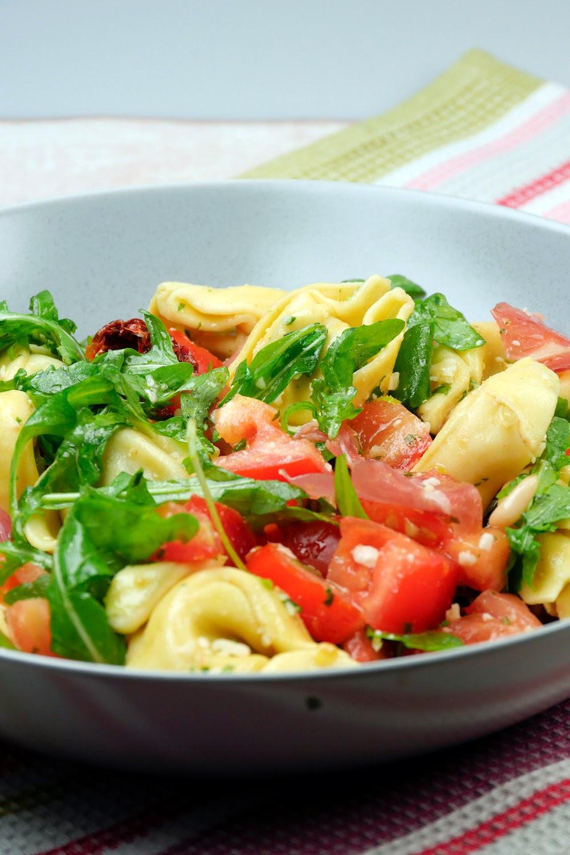 salat getrocknete tomaten pinienkerne beliebte eezepte. Black Bedroom Furniture Sets. Home Design Ideas